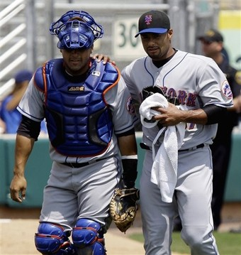 Two of my favorite Mets cuties: Santos and Santana (who pitches against the Braves tonight)