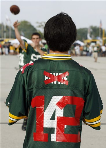 Green Bay Packers vs. Chicago Bears, 21-15. This kid's shirt really just summed it up - Rogers kicked some serious butt, leaving fans most likely thinking the same thing: Brett who?