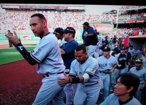 a_rod_feels_up_derek_jeter
