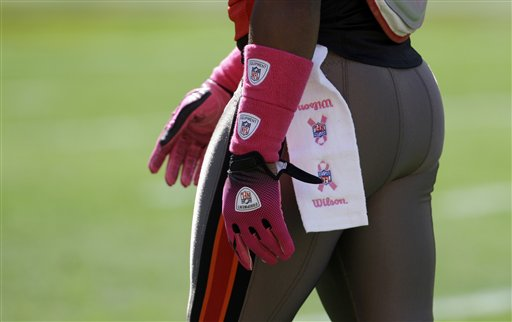 Redskins 16, Buccaneers 13. Hello, Clifton Smith's booty! And it's adorned with breast cancer awareness support - most excellent